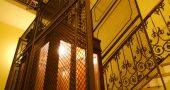 Img escalera ascensor viejo
