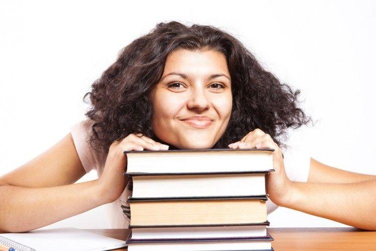 Img estudiante beca libros grande