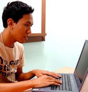 Img estudiante ordenador portada