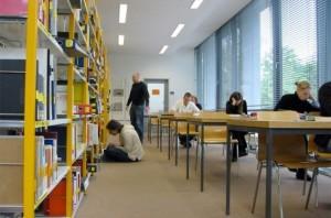 Img estudiantes biblioteca art