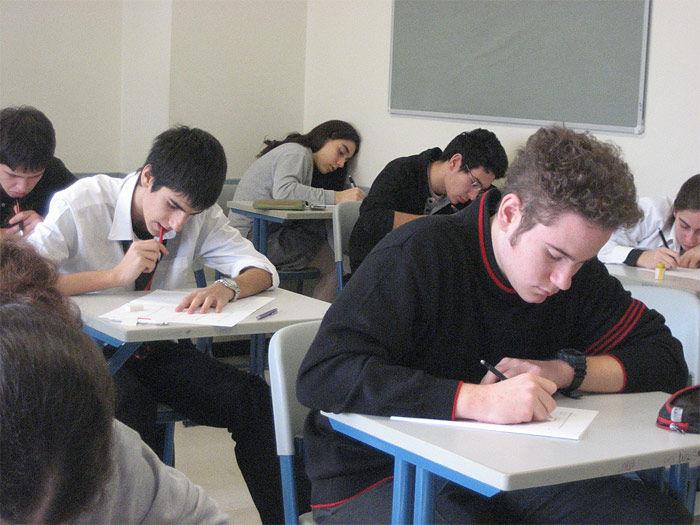 Img estudiantes examen