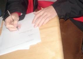 Img firmando articulo