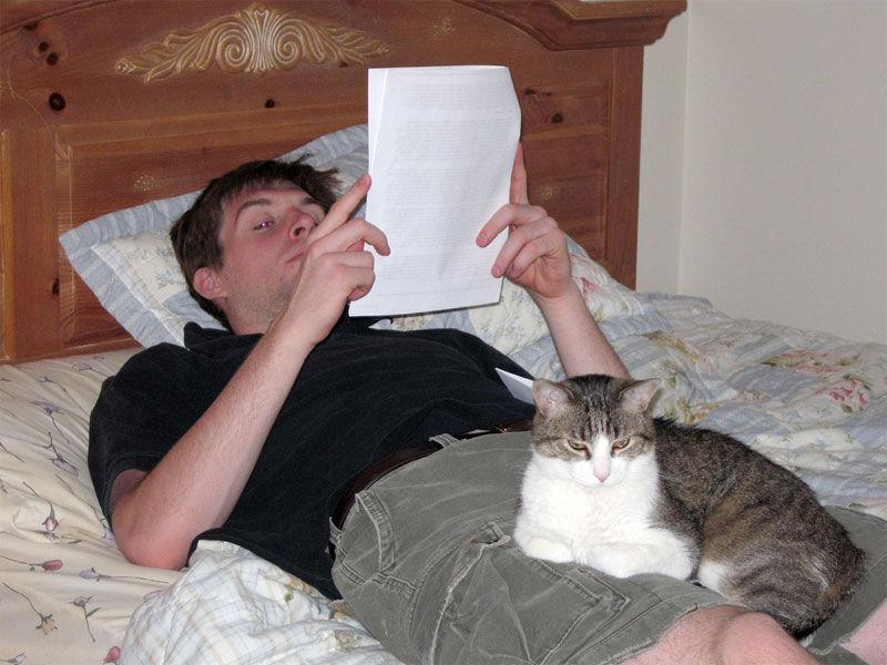 Img leyendo contrato