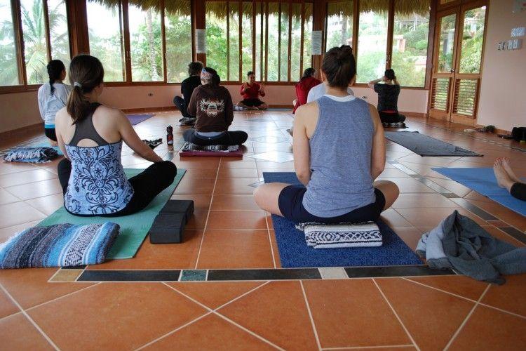 Img meditaci en grupo grande