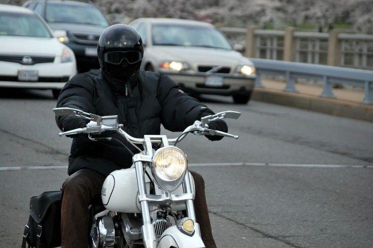 Img moto ciudad grande