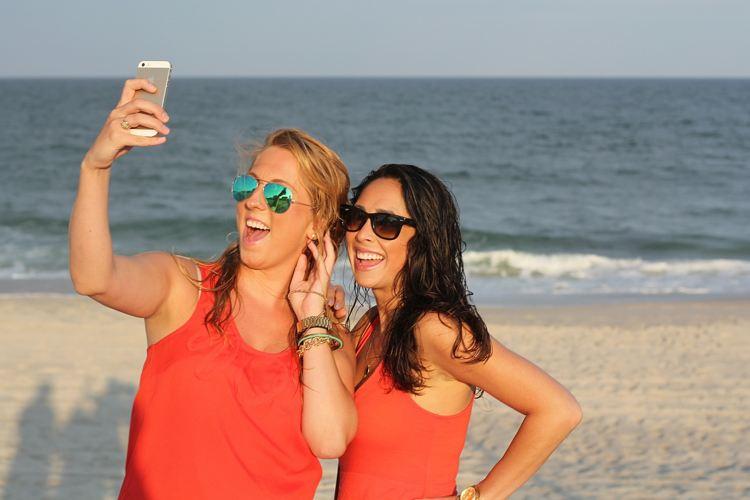 Img movil selfie playa