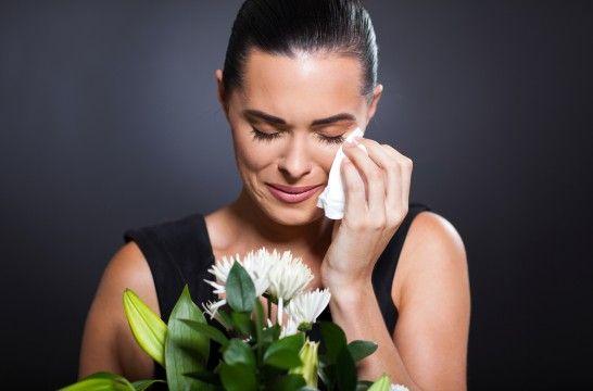 Img mujer llora funeral listadogrande