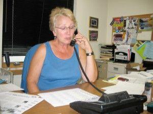 Img mujeraltelefono articulo