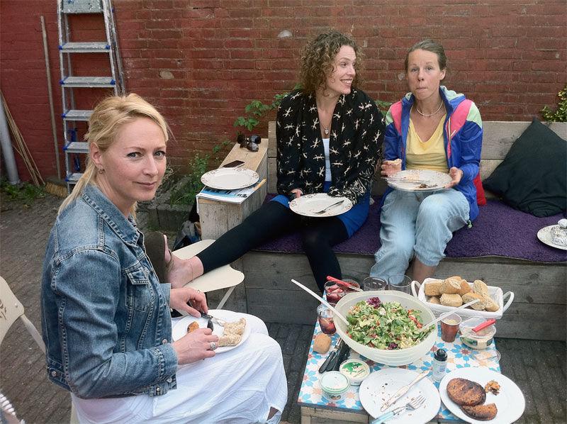 img_mujeres comiendo