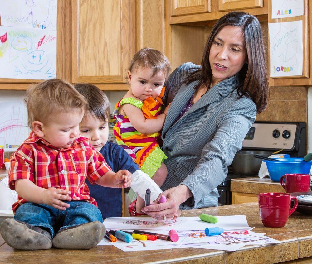 Img mujeres hijos pension dinero