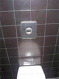 Utilice el color negro para alicatar el cuarto de baño de su ...