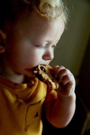 Img nene comiendo