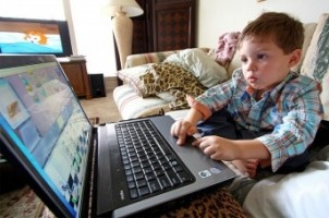 Img nene ordenadoes ninos internet art