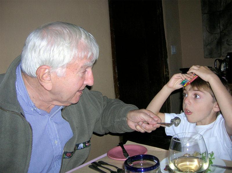 Img nieto comiendo
