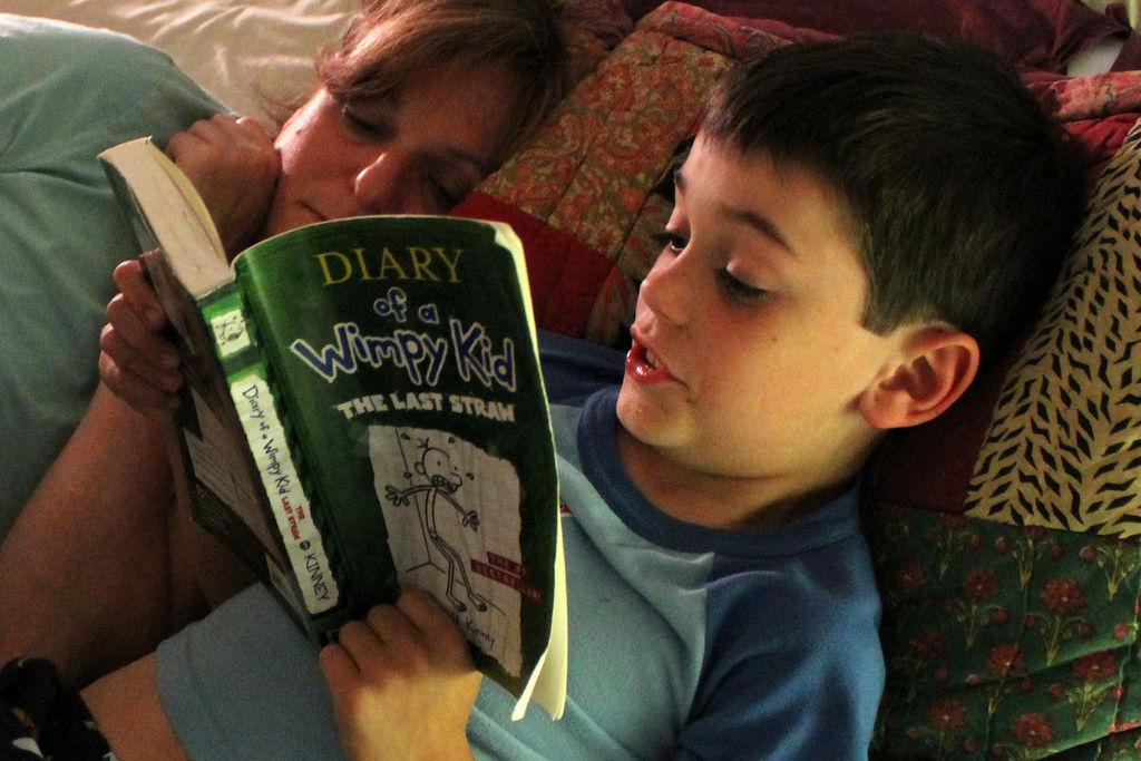 Img nino leyendo