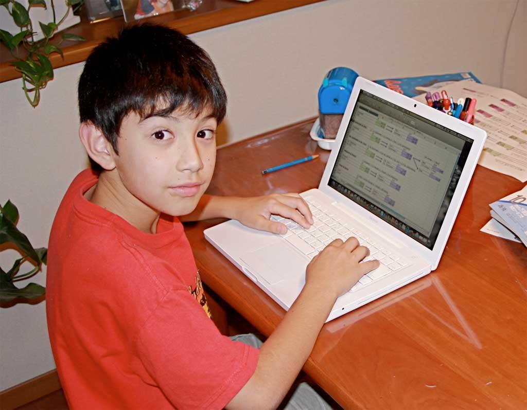 Img nino ordenador
