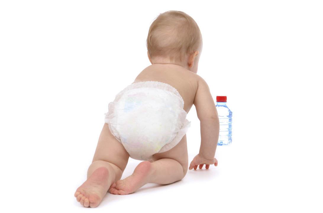Img ofrecer agua bebe hd