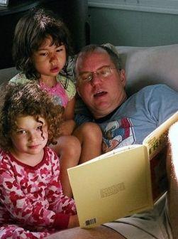 Img padre leyendoportada