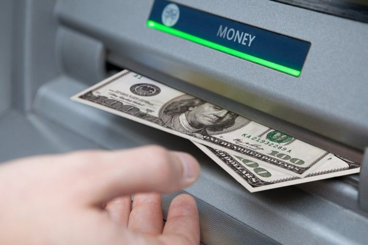 Img retirar efectivo banco grande