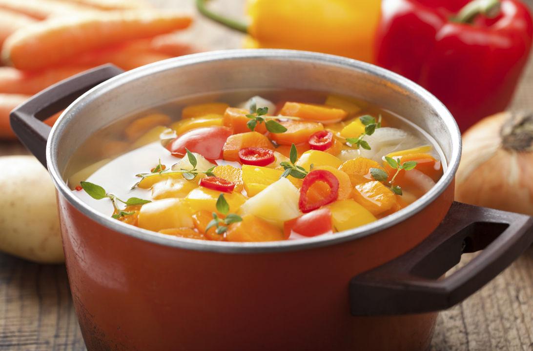 Img sopa verduras rojas hd