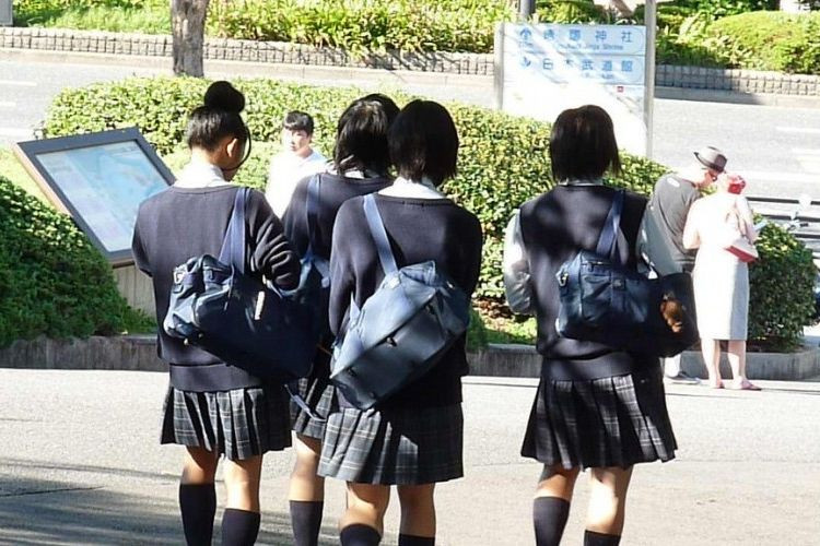 Img uniformes colegio grande