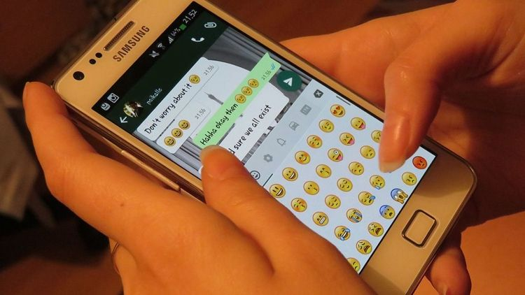 Img usando whatsapp