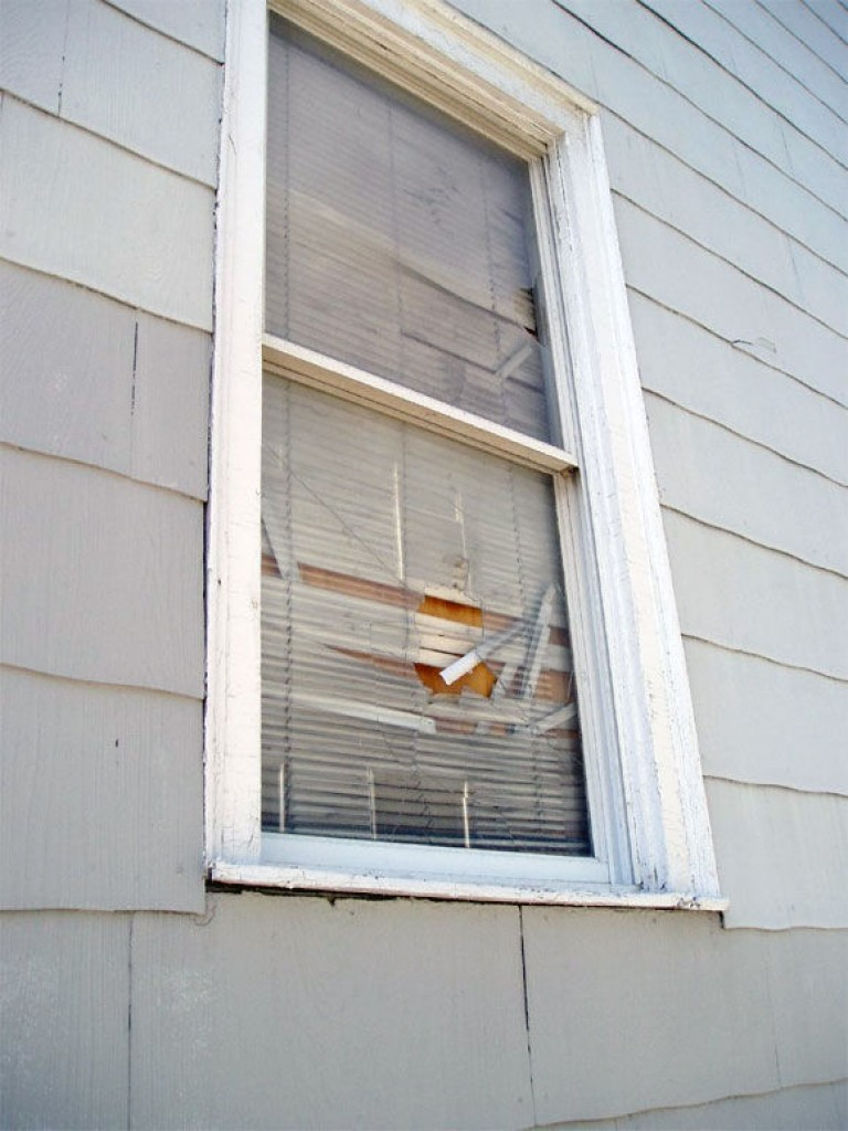 Img ventana rota hd
