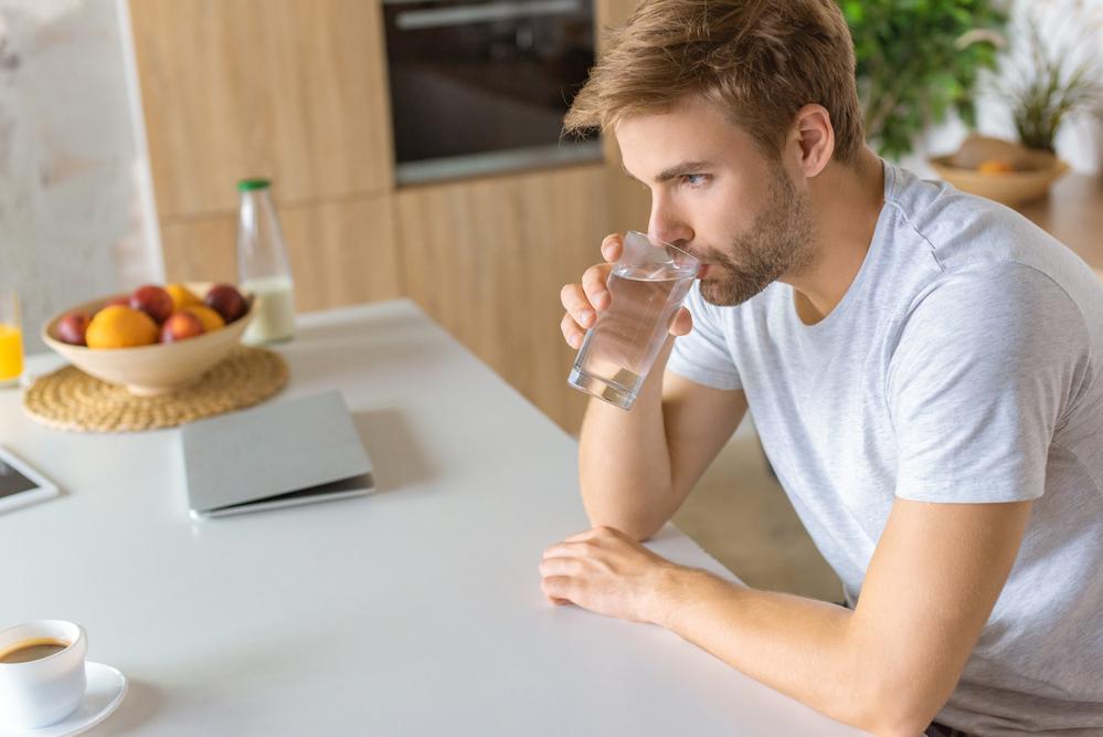 Beber agua hidratacion