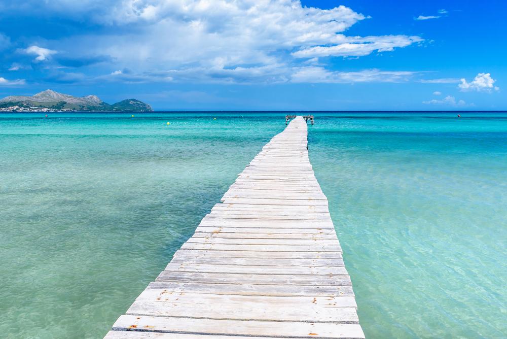 Muro playa mar verano