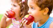 ninos comer fruta