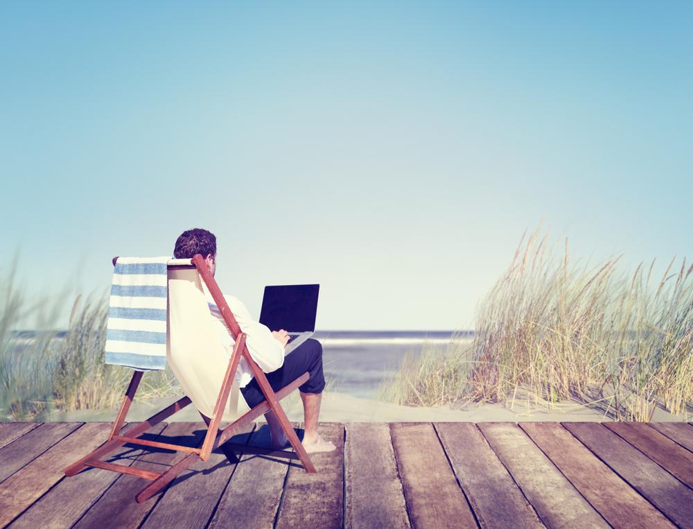 vacaciones ordenador trabajar playa