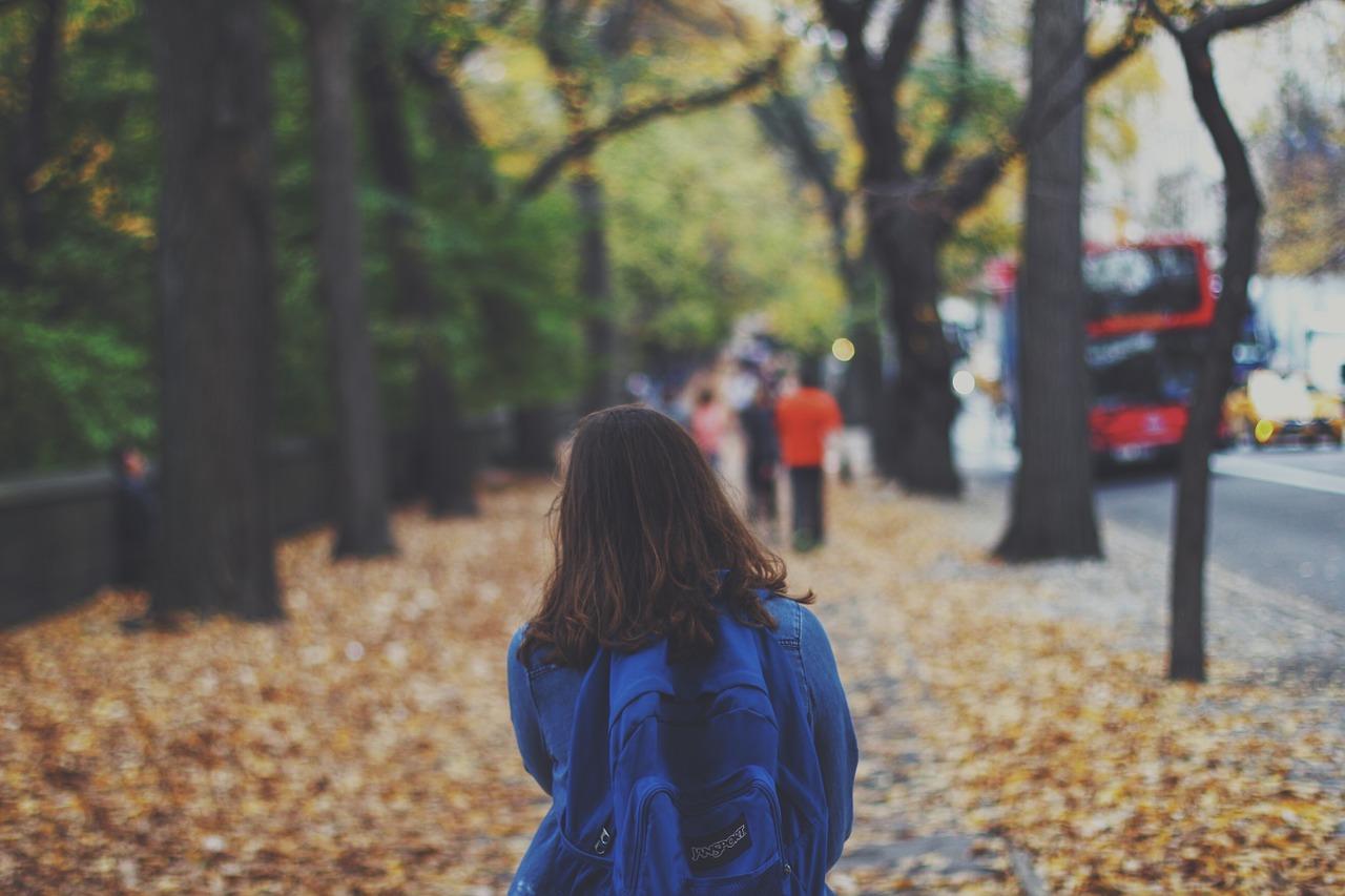 chica_camino_colegio
