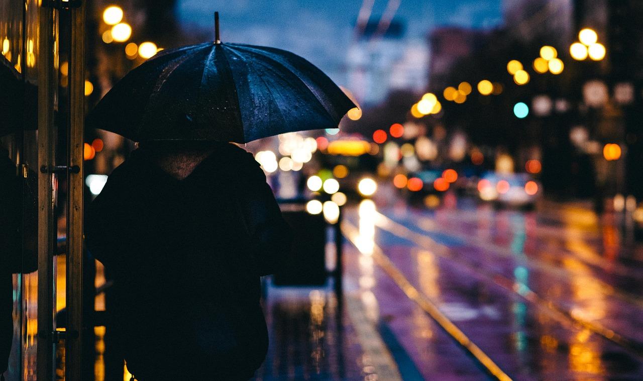 paraguas lluvia ciudad