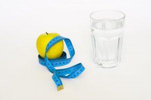 dieta adelgazar agua fruta cinta metrica