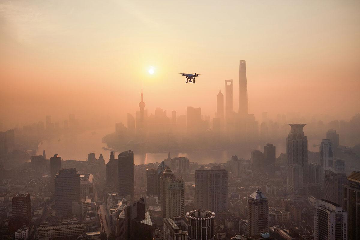 dron volar cielo ciudad