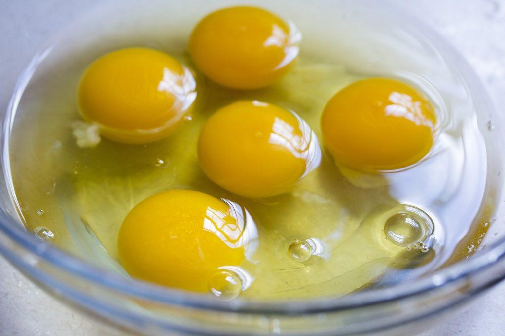Clara de huevo con antinutriente avidina