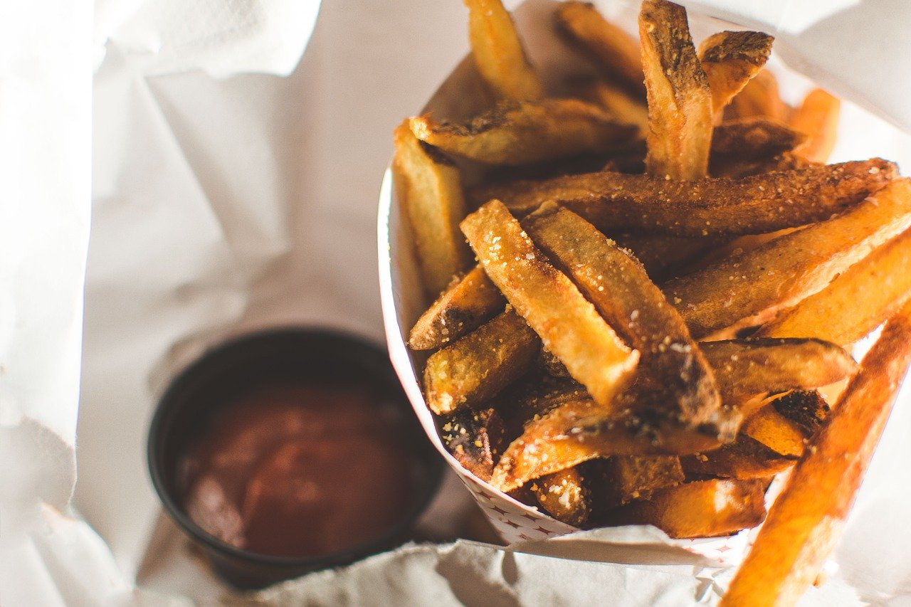 patatas fritas quemadas sal