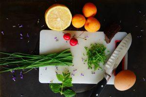 ingredientes tabla cortar cuchillo cocinar limón huevo perejil