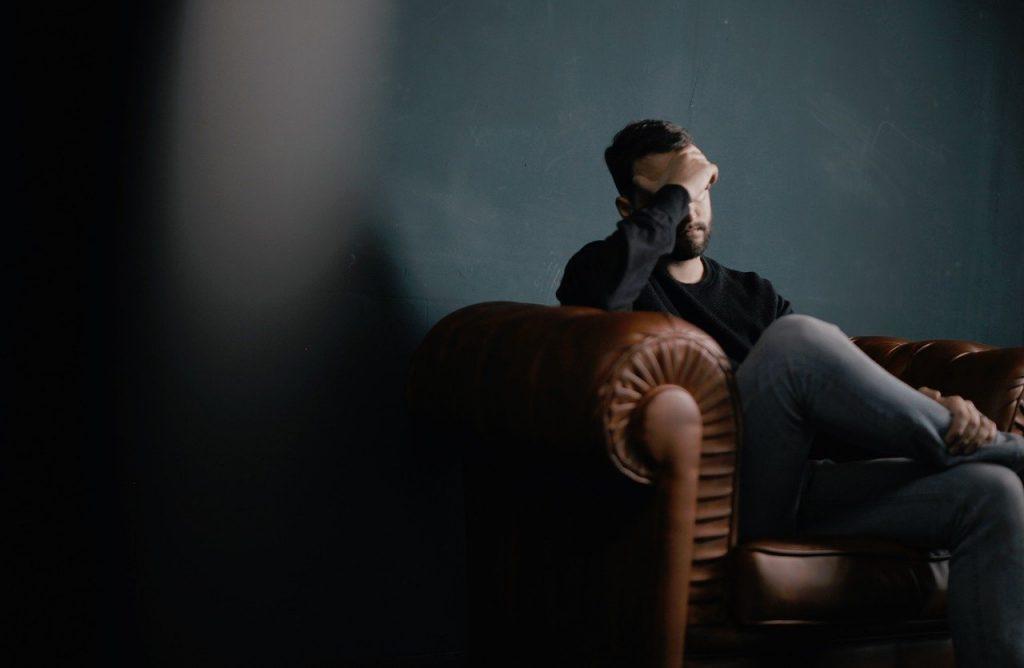 Migraina-erasoa duen gizona