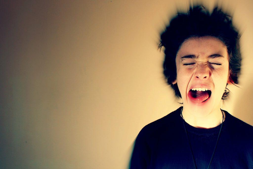 Migraina-erasoa duen gaztea