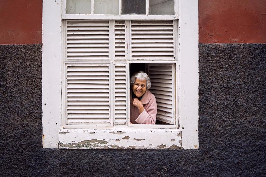 vecina senora ventana