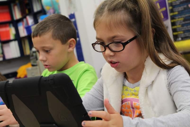 escolares con ordenadores en casa