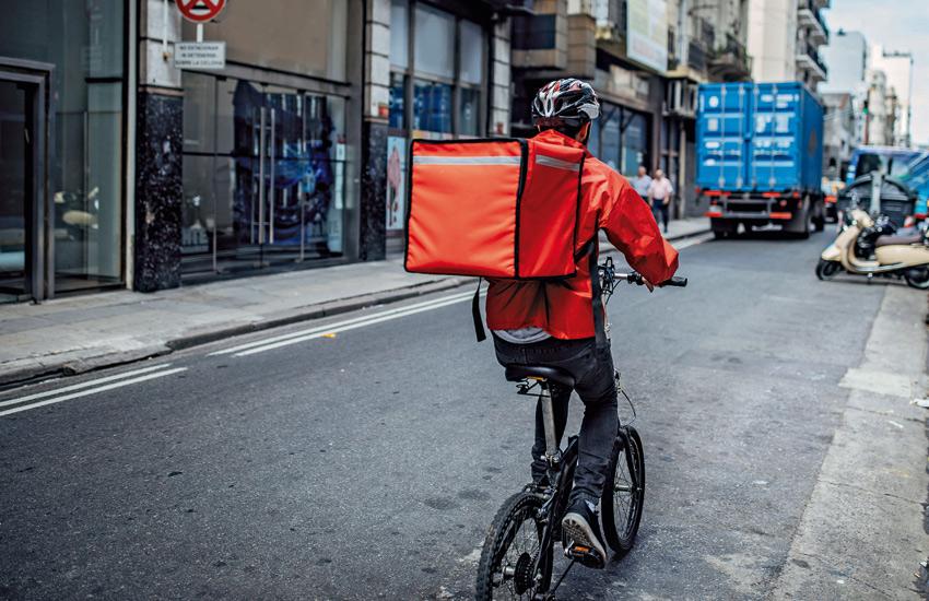 repartidor comida domicilio delivery
