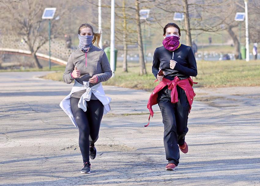 correr mascarilla coronavirus