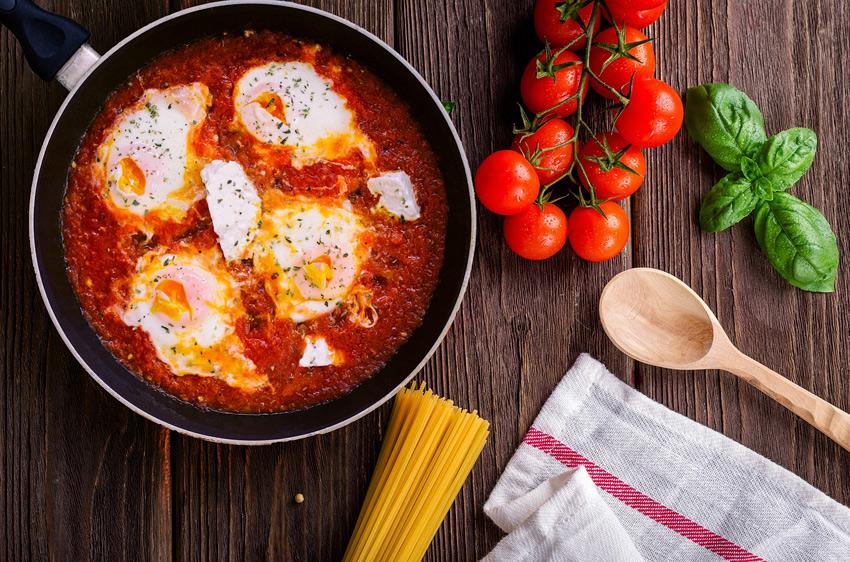 tomate frijitua arrautza-zartaginean