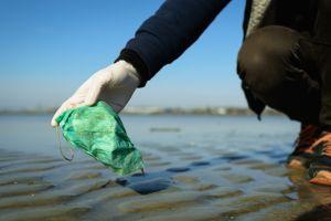 contaminacion mascarillas guantes mar