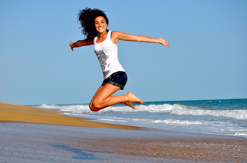 mujer playa verano vacaciones