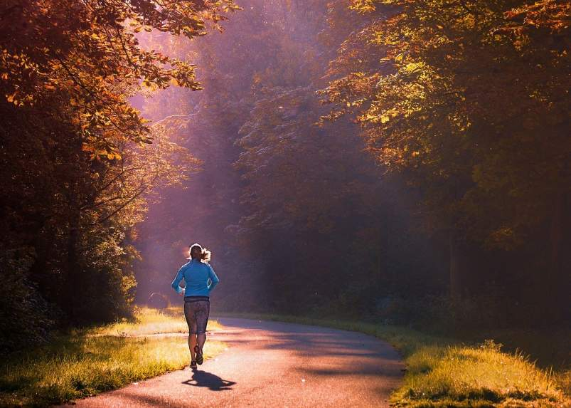 correr mujer ayunas