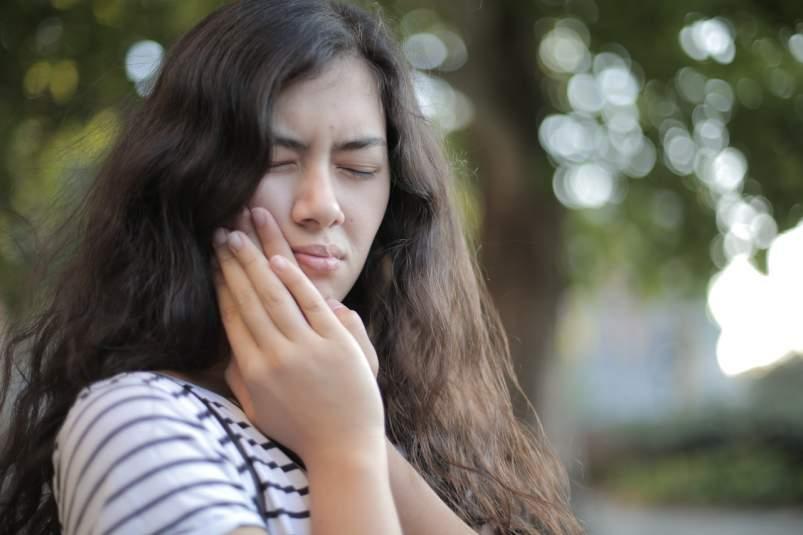 dolor boca dientes apretar