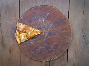 https://www.consumer.es/wp-content/uploads/2020/07/pizza-fraude-alimentario-300x222.jpg